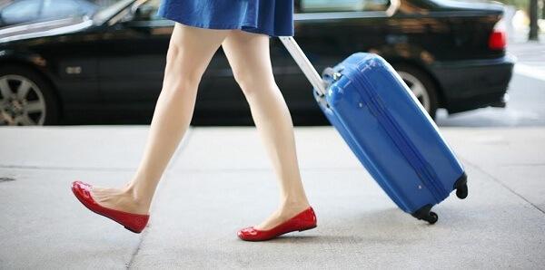 Kết quả hình ảnh cho đồ đạc cấm mang lên máy bay