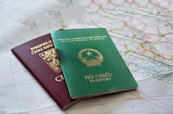 Phải có hộ chiếu còn hạn trên 6 tháng mới có thể xin cấp visa Ấn Độ online